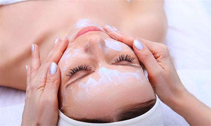 Exfoliation or Deep Moisturising Facial at La Bella Donna