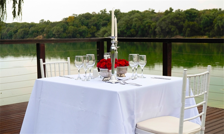 Pretoria: 2-Night Weekend Stay Including Bottle of Wine, Snack Platter & Picnic Basket for Two at Faircity Roodevalley