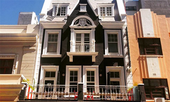 Cape Town: 1 or 2-Night Stay for Two Including Welcome Drink at Daddy Long Legs Art Hotel