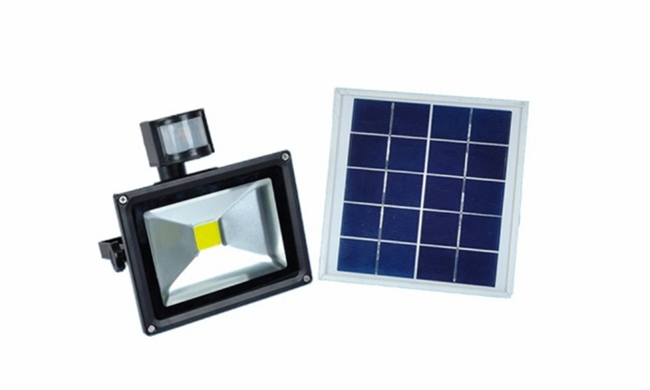 Solar Powered 50W LED Outdoor Flood Light 4500 LM Brightness Day Night Sensor for R1999