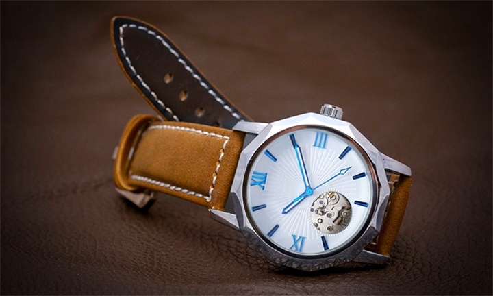 Matt Arend White Mariner Watch for R1299