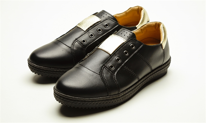 Sam Star Extra Cushioned Leather Sneaker in Black for R1399