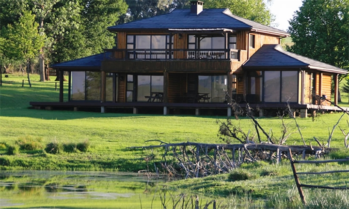 Kwa-Zulu Natal: 1 or 2-Night Midweek Stay for Two in Sunset Lodges at Sani Valley Lodge and Hotel