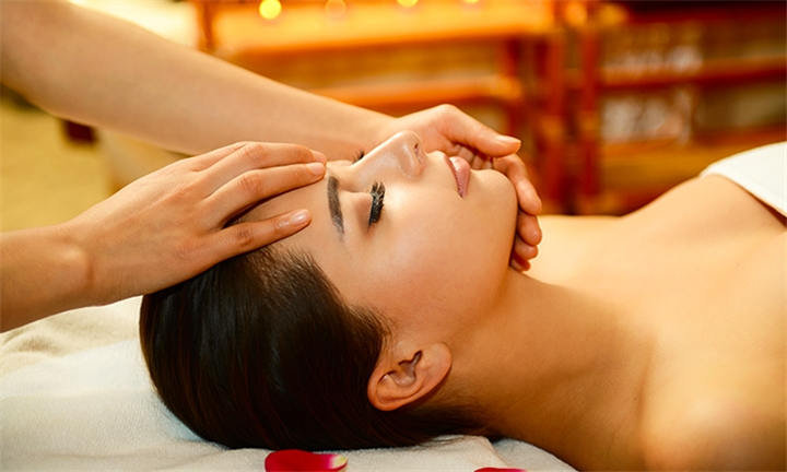 Indian Head, Neck and Shoulder Massage with Optional Foot Massage at SnapGlam