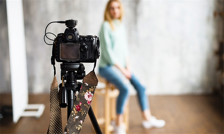 2-Hour Location Photoshoot for up to Five including Printed Images with Truth