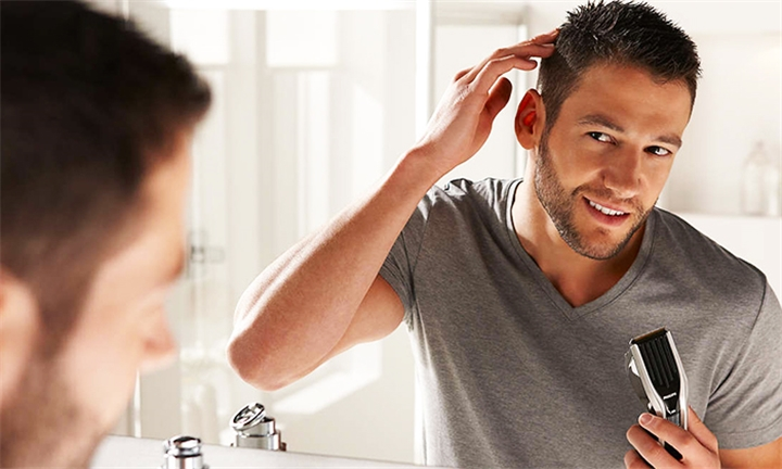 Philips Aquatouch Wet and Dry Electric Shaver for R649