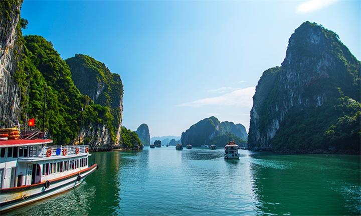 Asia: 10-Day Classic Vietnam Tour – Hanoi to Ho Chi Minh City