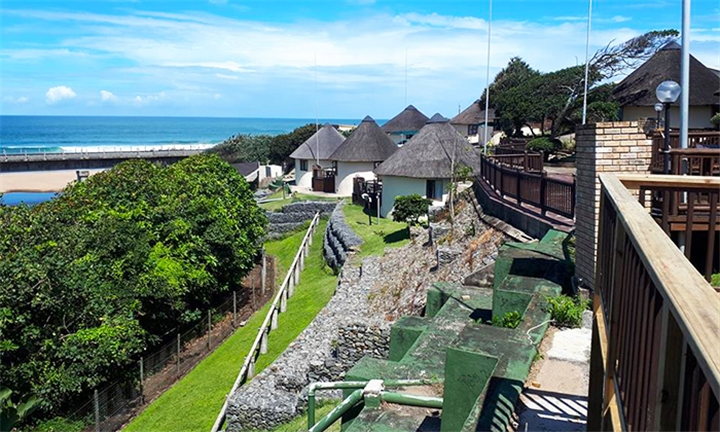Kwa-Zulu Natal: 2 or 3-Night Midweek Self-Catering Stay for up to Six with or without Sea View at Banana Beach Holiday Resort
