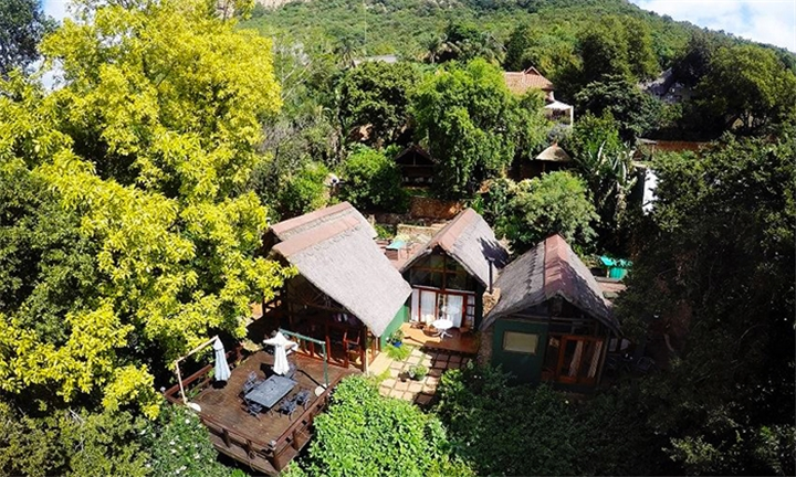 Hartbeespoort: 1 or 2-Night Midweek Stay for up to Four Including R100 Spa Voucher at Bali at Willinga Lodge