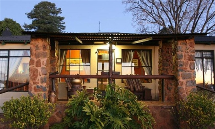 Mpumalanga: 2-Night Anytime Self-Catering Stay for Two Including 30-Minute Archery Lesson at Lomas Creek Lodges