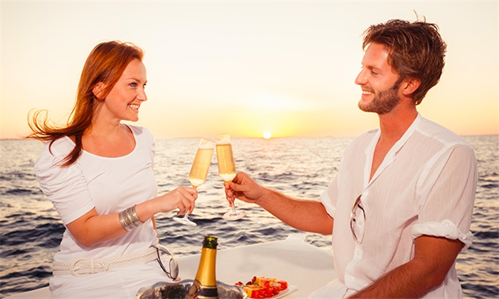 Couples Sunday Sundowner & Dinner Cruise with Tigger 2 Cruises, Departing from the V&A Waterfront