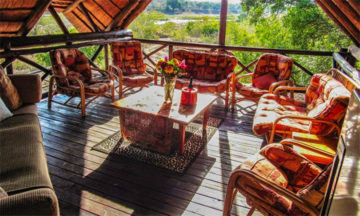 Mpumalanga: 2-Night Midweek Self-Catering Stay for up to 12 at Manzini Swazi King Chalets