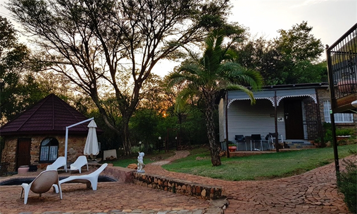 1-Night B&B Stay for Two Including Breakfast, Full Body Massage, 50% Spa Discount and Extras at Magalies Mountain Lodge