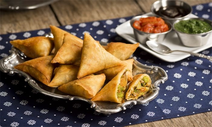Choice of 36-Piece Samoosa Platter – Fried or Frozen at Chilli Pickle Restaurant