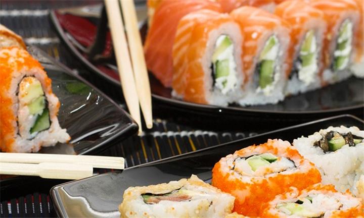 20 or 30-Piece Sushi Platter at Thaiyashi