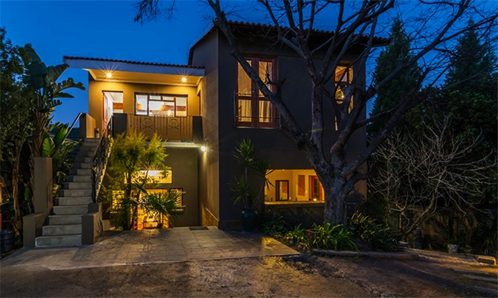 Johannesburg: 2 or 3-Night Anytime Stay for Two, Four or Six at Moonflower Self Catering Cottages