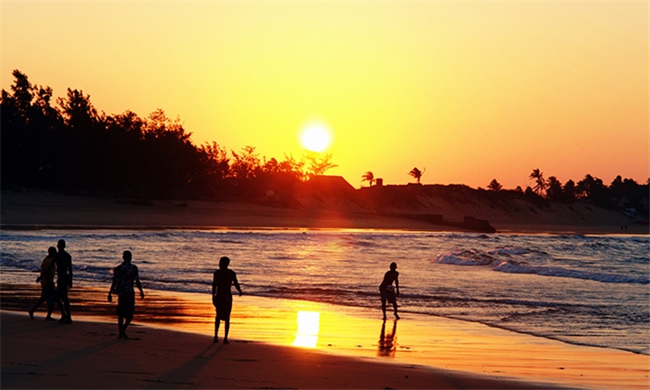 Mozambique: 3 or 5-Night Stay for up to Four in a Cabana at Mango Beach Lodge