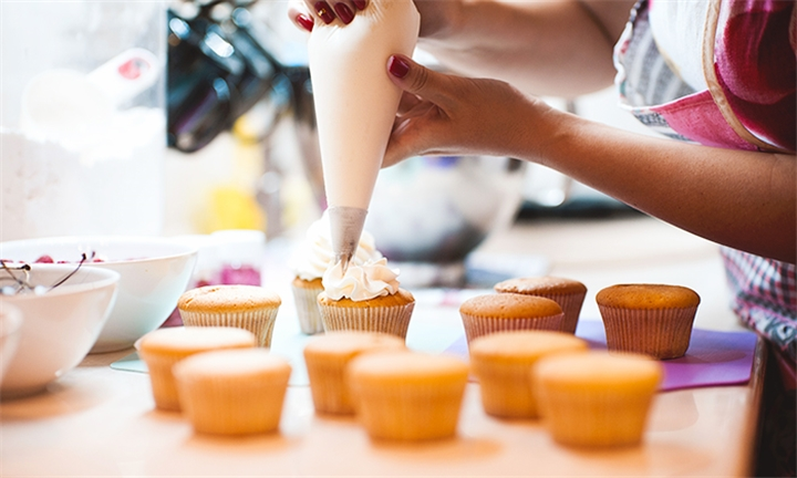 Choice of Assorted Confectionery Craft Classes with Ready set Cake