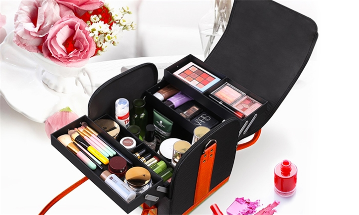 Professional PU Makeup Bag with Removable Trays for R399