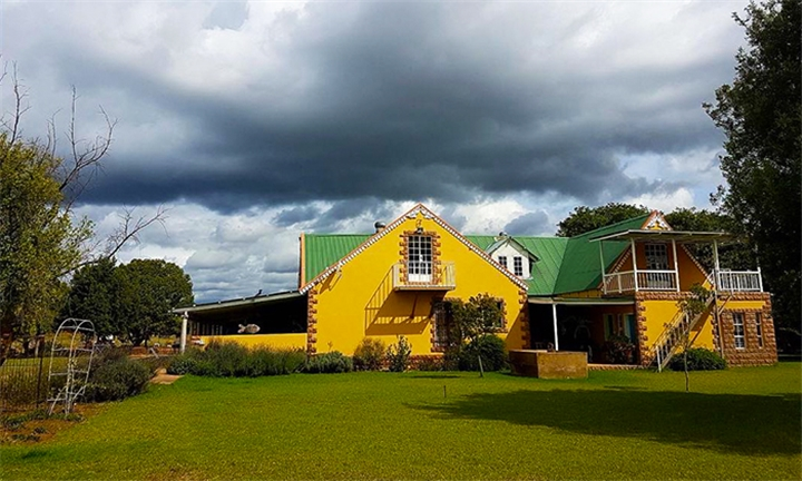 Cullinan: 1 or 2-Night Anytime Stay for up to Ten at Its-Anners, Guesthouse and Backpackers Lodge