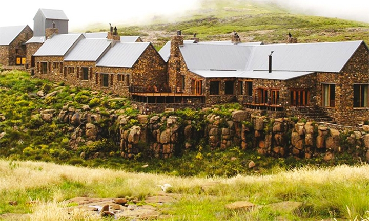 Eastern Cape: Couple Special – 2-Night Stay for Two Including Breakfast, Lunch, 5-Course Dinner and Spa Voucher at Tenahead Mountain Lodge and Spa