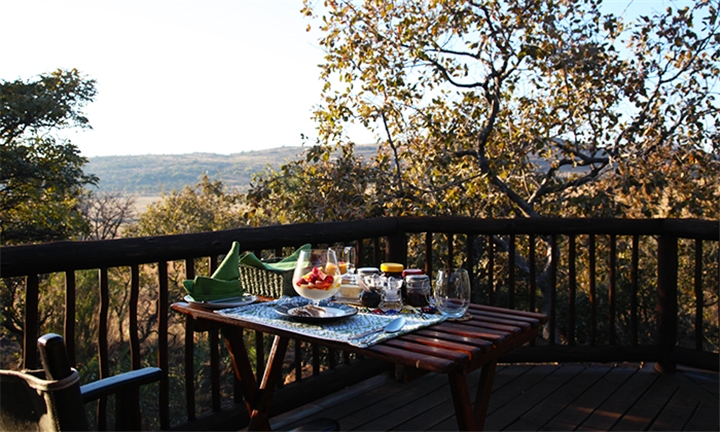 Limpopo: Couples Special – 2-Night Stay for Two Including Breakfast, Dinner, Snack Basket and Champagne at Matingwe Game Lodge