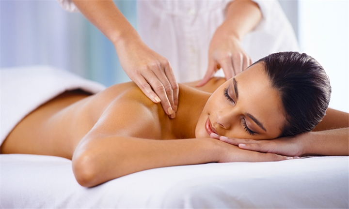 60-Minute Full Body Massage at Bella Donna Clinic