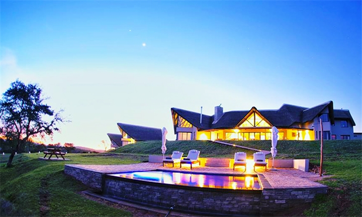 Jeffreys Bay: 2-Night Stay for Two Including Breakfast at Jbay Zebra Lodge