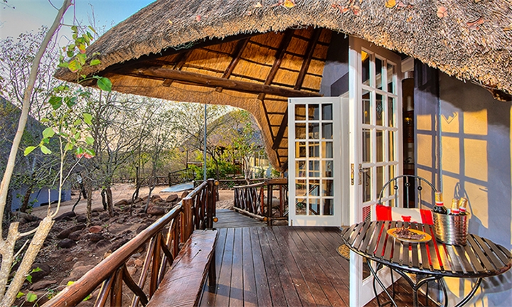Marloth Park: 2-Night Self-Catering Stay for a Family of Four (2 adults and 2 children under 12) at Royale Marlothi Safari Lodge