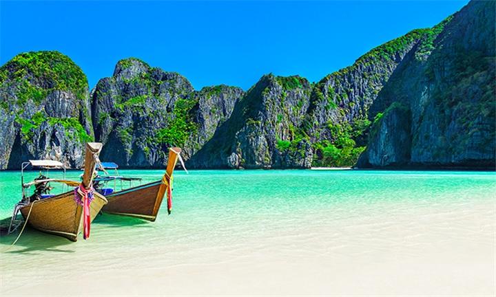Thailand: 7-Night Stay Including Flights, Transfers and Breakfast at Centara Seaview Resort