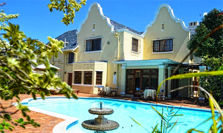Cape Town: 2-Night Weekend Stay for Two Including Breakfast at Cotswold House