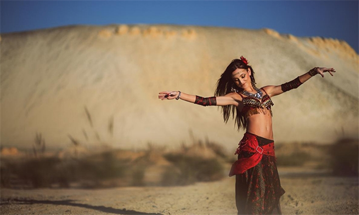 1-Month Beginners Belly Dancing Lessons at Hizi Hizi Belly Dance with Instructor Julia Scafidas