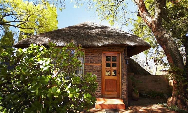 Krugersdorp: 1-Night Stay for Two Including Full Body Massage each at Sterkfontein Lodge