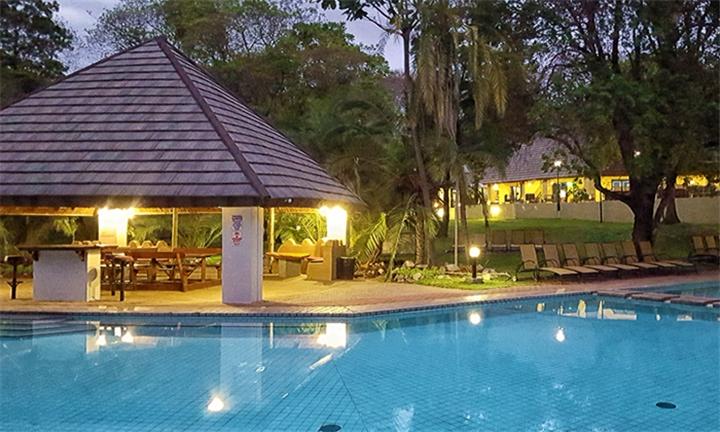 Mpumalanga: 2-Night Couples Retreat Including Dinner, Breakfast, Game Drive and Couples Massage at Sanbonani Resort