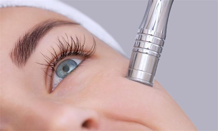 Refreshing Microdermabrasion Aloe Vera Treatment Sessions at Laser Clinic Medical