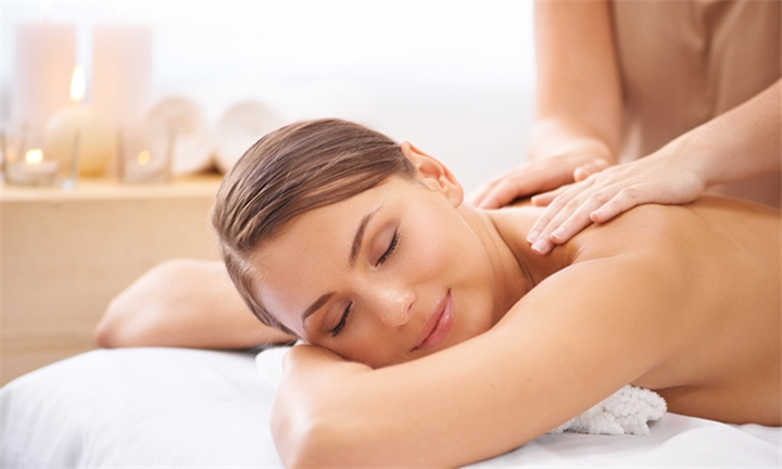 Choice of Back, Neck & Shoulder Massage or Swedish Massage at Calme Beauty Studio