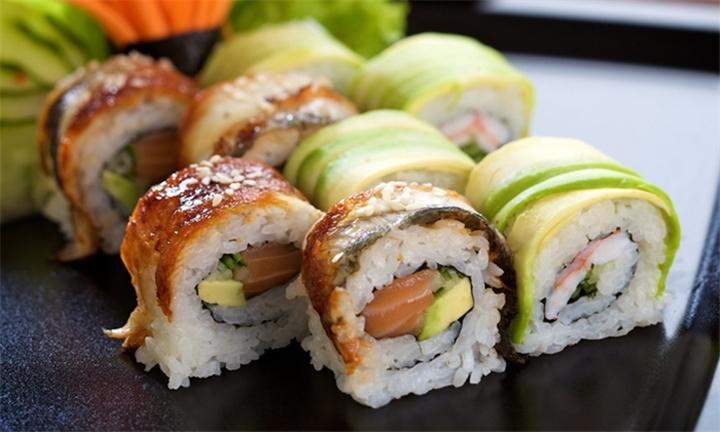 33-Piece Sushi Platter to Share at Tataki Oriental Restaurant Flamingo Shopping Centre