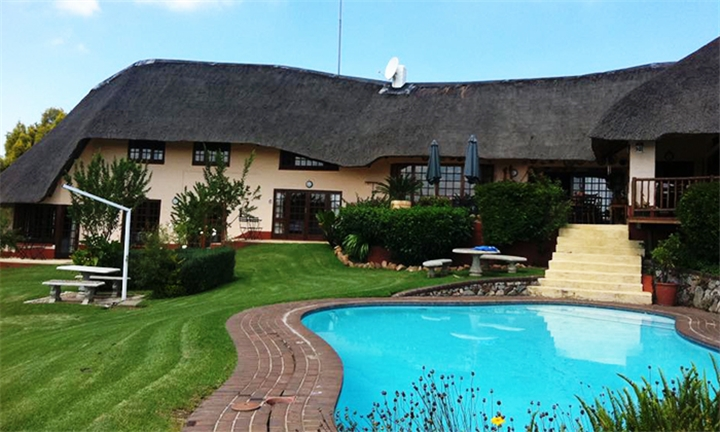 Johannesburg: 1 or 2-Night Anytime Stay for Two Including Full English Breakfast at Nice By Nature