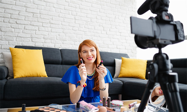 Online Course: How to Become a Social Media Influencer Certificate from New Skills Academy