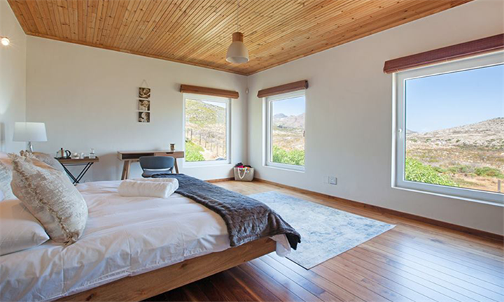Cape Town: 1 or 2-Night Stay for up to Ten at Cape Point Villa
