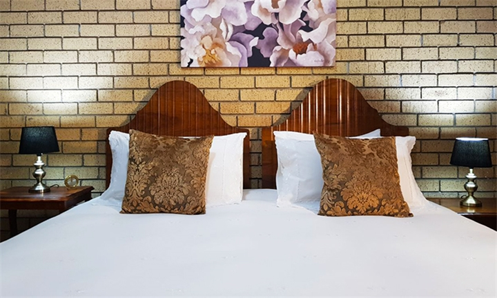 Free State: 1 or 2-Night Anytime Stay for Two Including Welcome Drink & Breakfast at Mountain View Country Estate