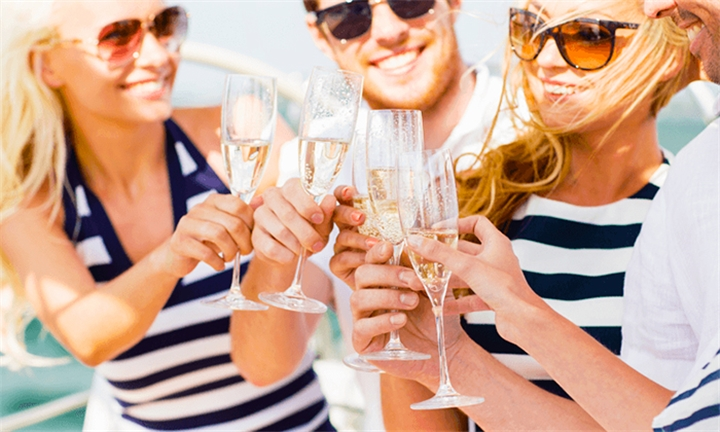 Couples Nirvana Sundowner Cruise Including Sushi/Oysters & Wagyu Beef Buffet with Tigger 2 Cruises