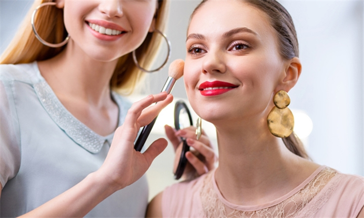 Online Course: Mastering Makeup Application Techniques at Home with Contempo Learning