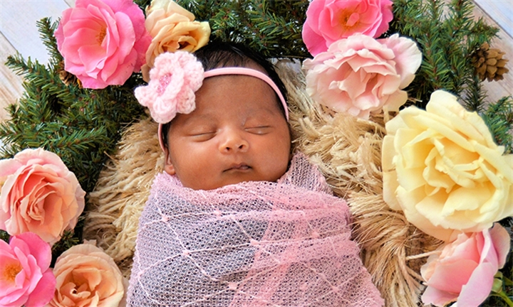 Choice of Maternity or Newborn Photoshoot with Sanita Louw Photography