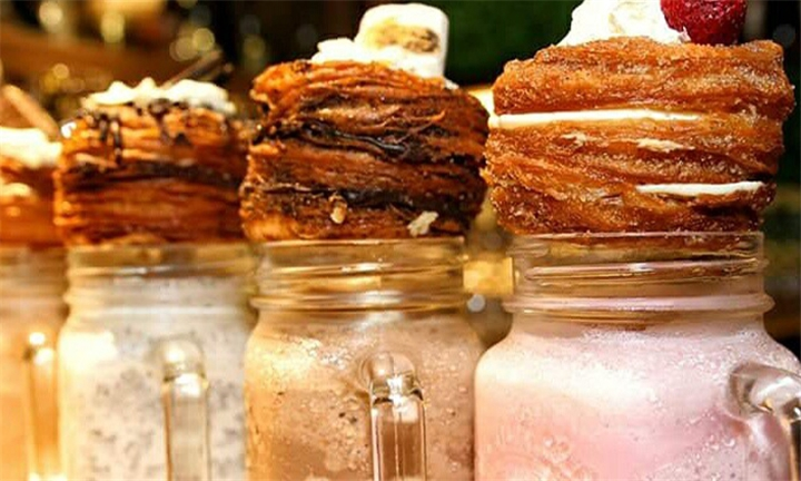 4 x Gourmet Filled Cronuts or 2 x Double Thick Cronut Milkshakes Plus 2 Free Cronuts at X&O Cronuts