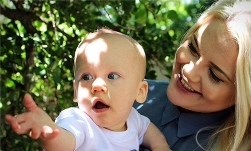 90-Minute Mommy and Baby Location Photoshoot Including Images with Sound of Light Photography