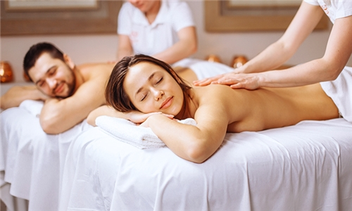 1-Night Stay, English Breakfast and Full Body Massage with Optional Lunch at Hands on Retreat Guesthouse and Spa
