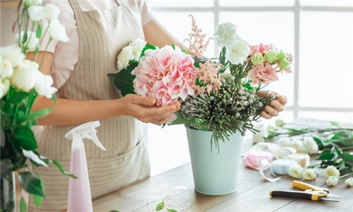 Learn with an Expert Online – Flower Arranging