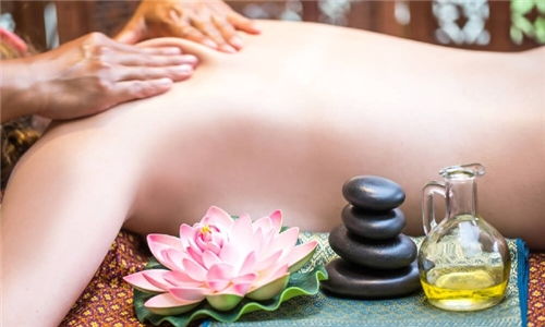 Online Course: Natural Therapy: Aromatherapy & Essential Oils with Lead Academy