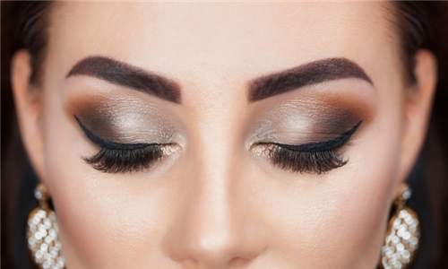 Full Set of Classic Eyelash Extensions Incl 2 Week Fill from Headmasters